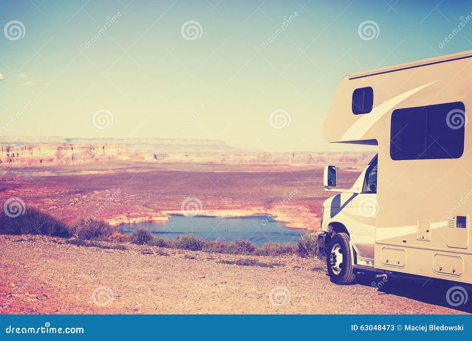 葡萄酒定了调子峡谷(露营车)停放的RV