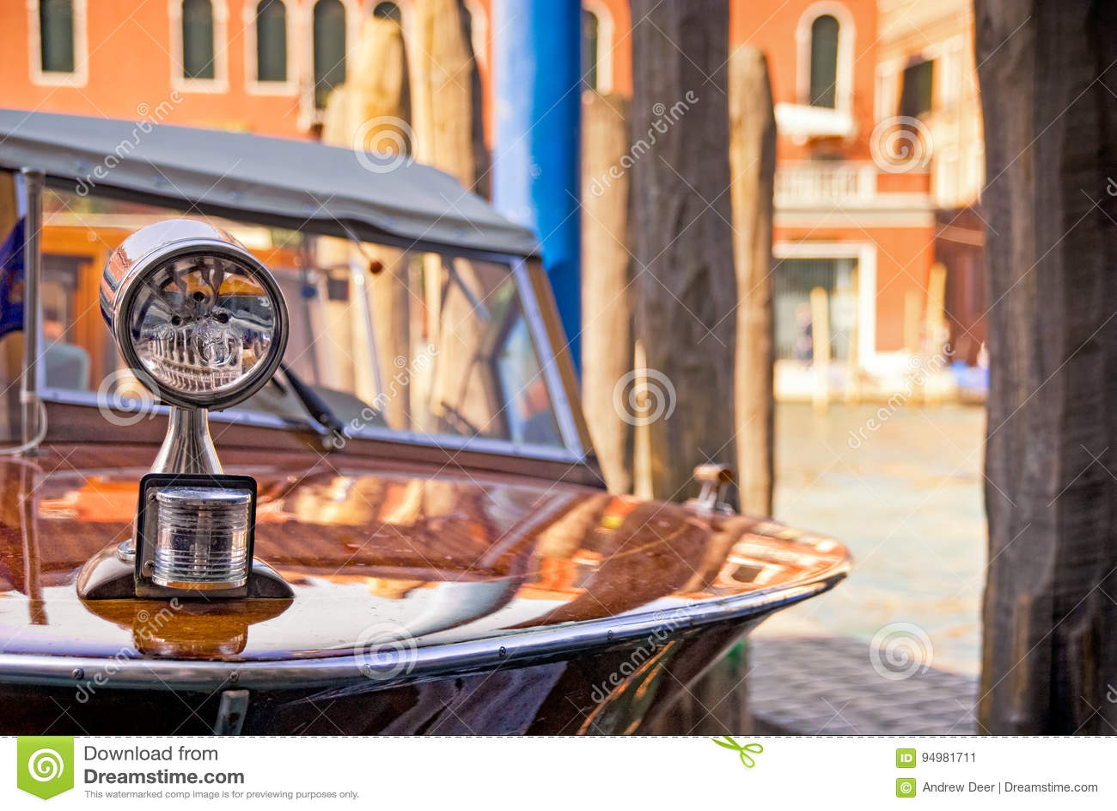 葡萄酒木20世纪60年代快艇在大运河,威尼斯,意大利