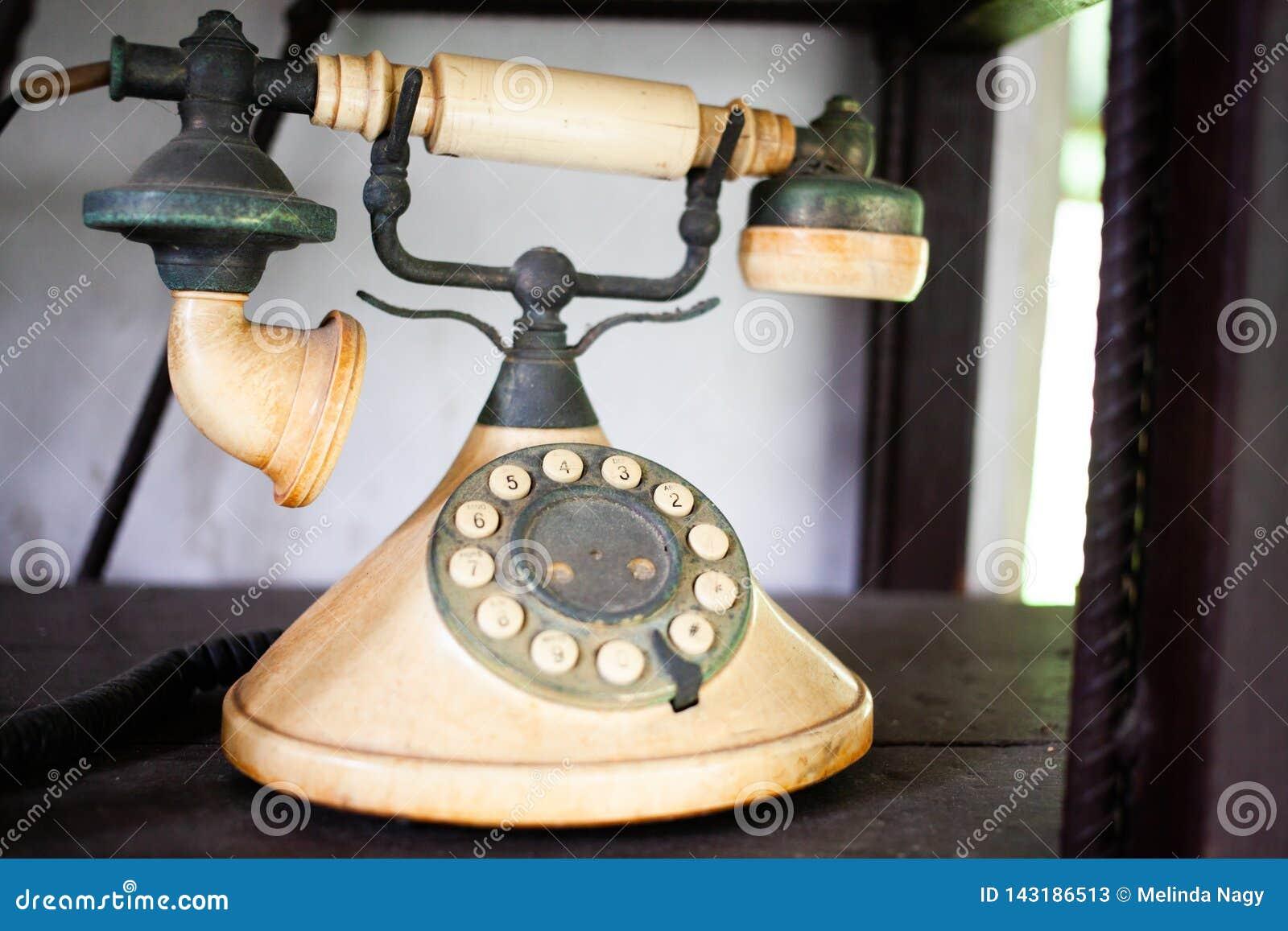 葡萄酒老电话