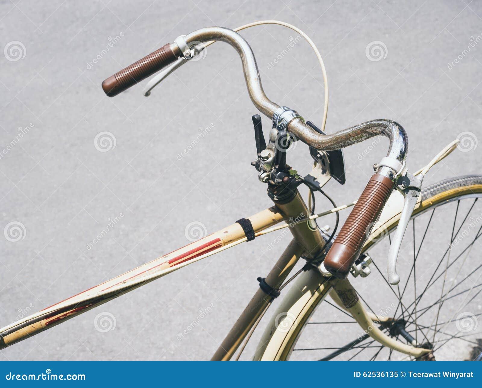 葡萄酒自行车行家都市生活方式