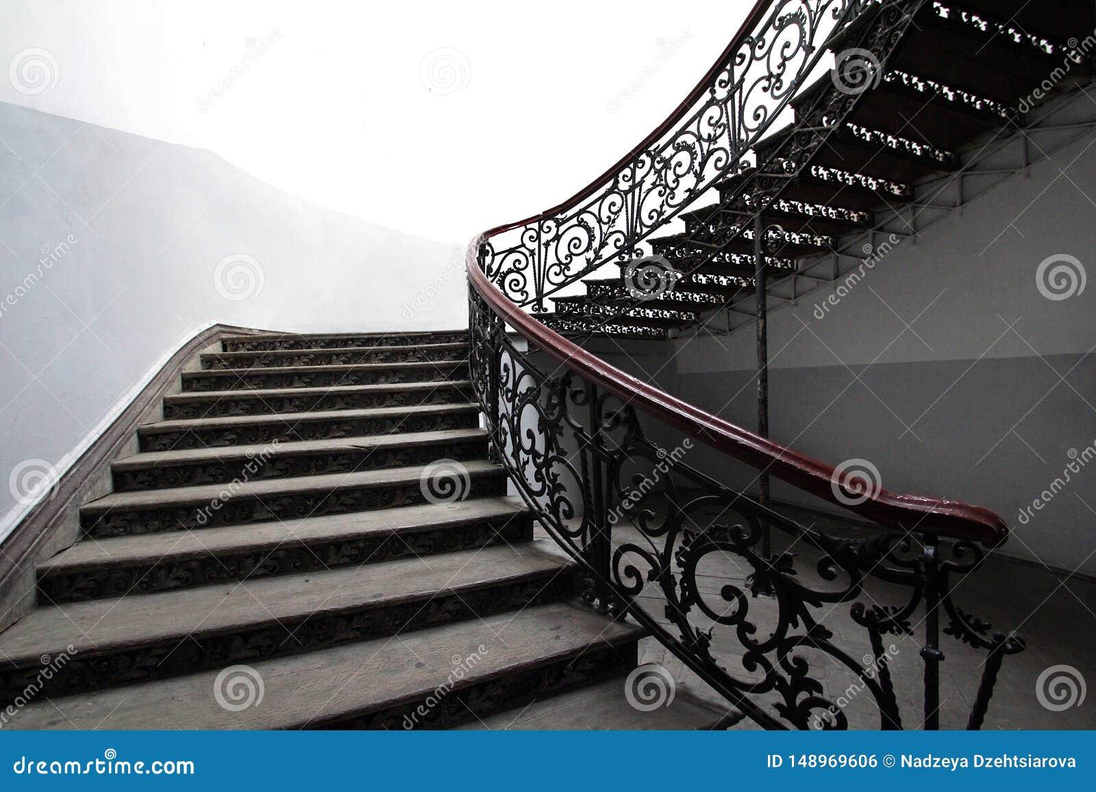 葡萄酒锻铁楼梯