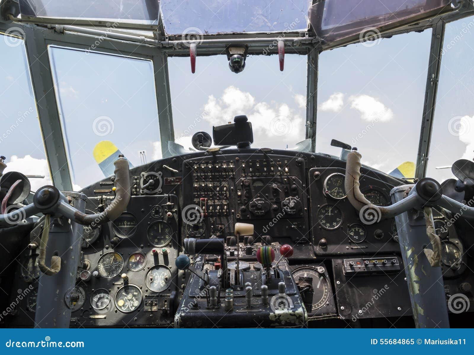 葡萄酒飞机驾驶舱