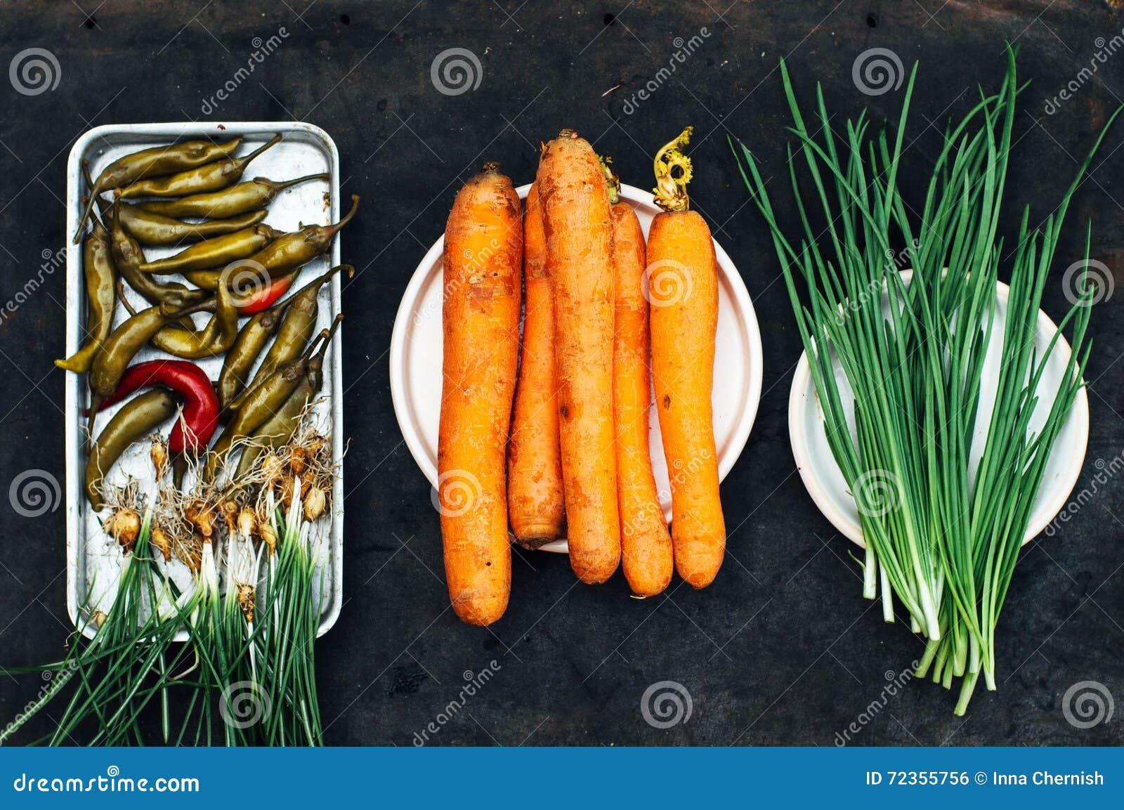 葱,甜菜,胡椒,大蒜,红萝卜,准备好的圆白菜准备sa