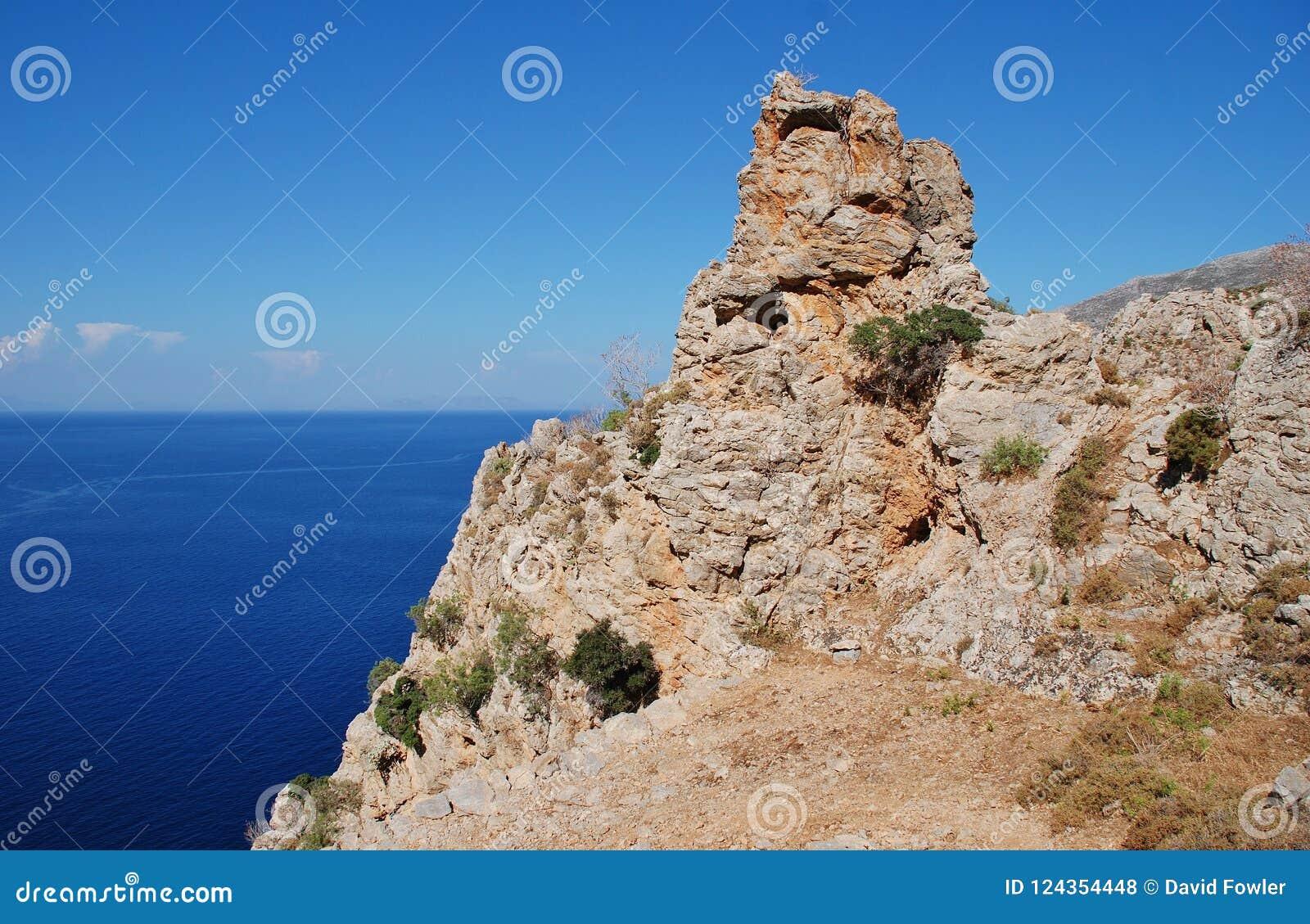蒂洛斯岛海岛峭壁,希腊