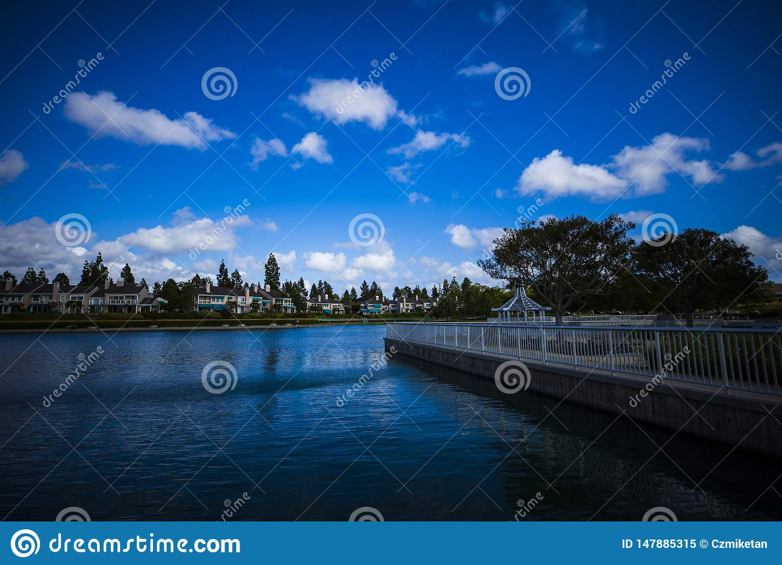 蓝湖在一愉快