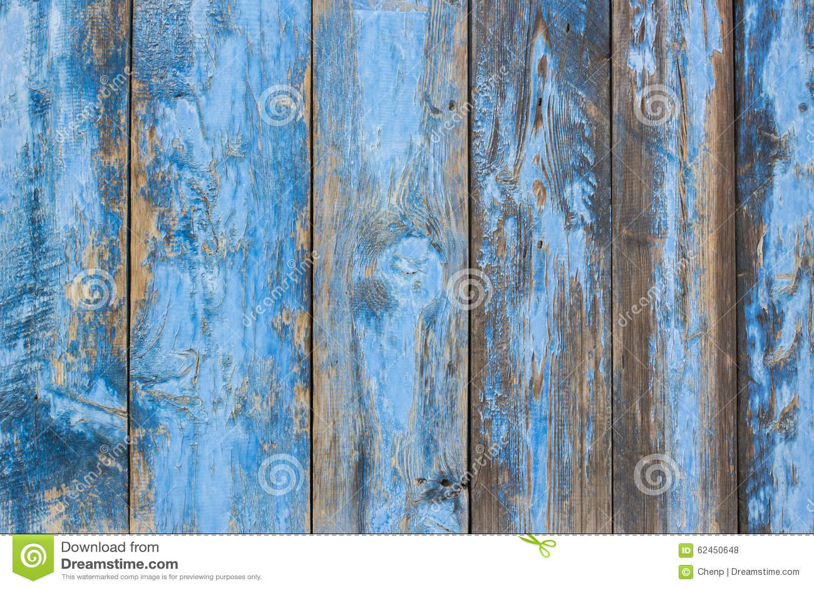 蓝灰色油漆呈杂色的木门