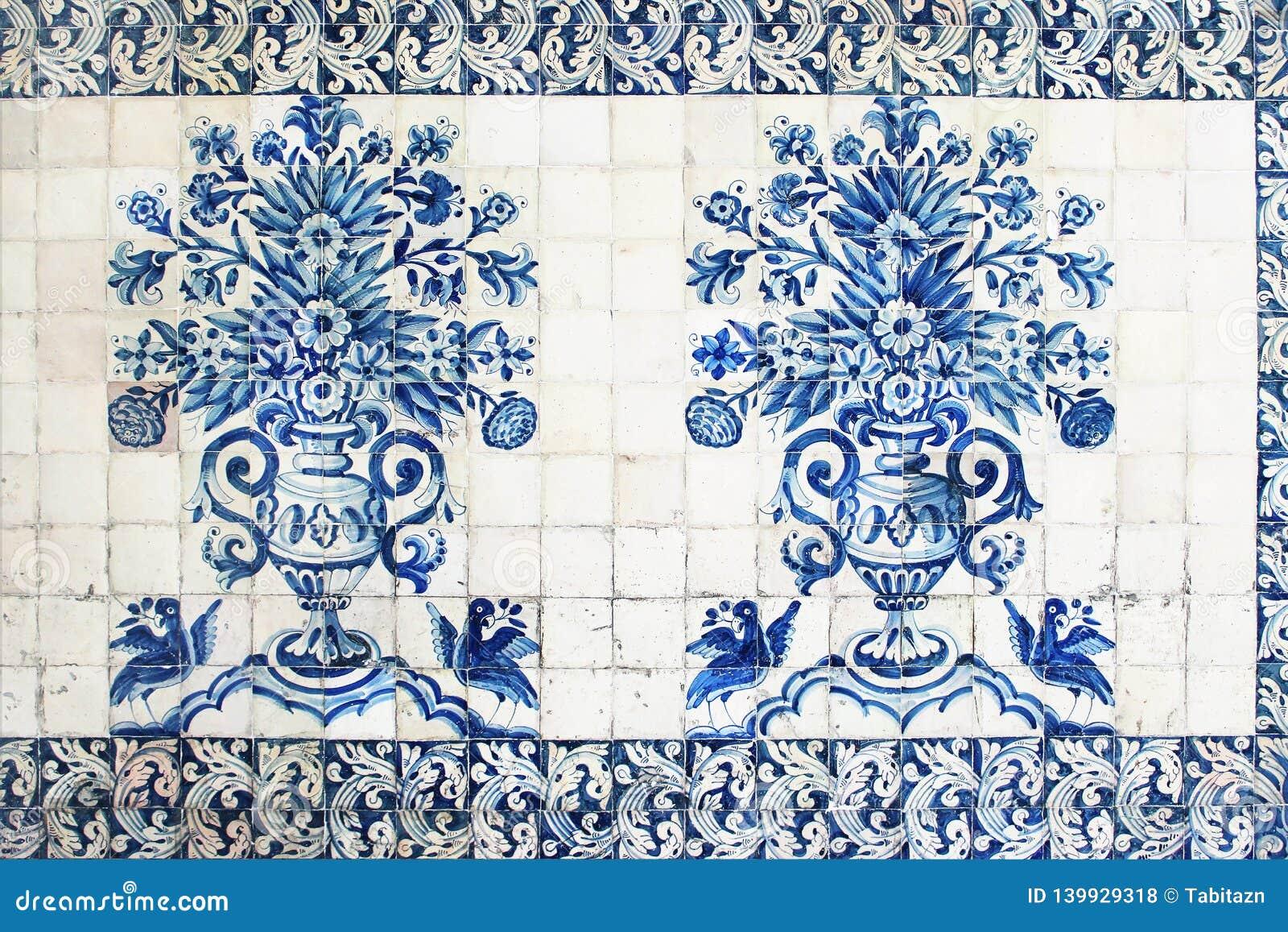蓝色传统葡萄牙瓷砖azulejos 门面,老科英布拉大学大厦,葡萄牙墙壁装饰