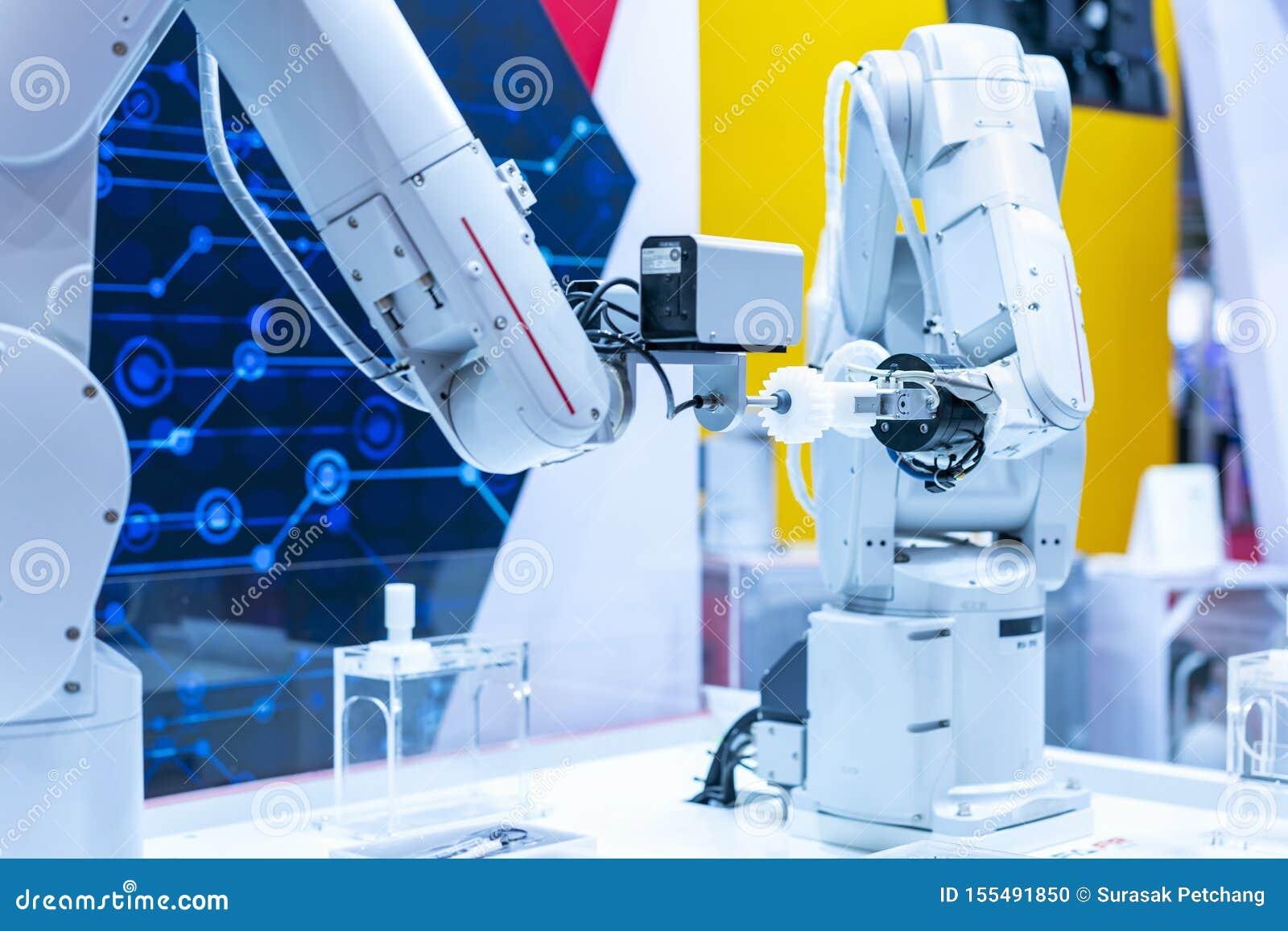 蓝色口气两高技术&聪明的精确度机器人夹子&自动钳位或者牛颈肉抓住工业汽车零件的这样