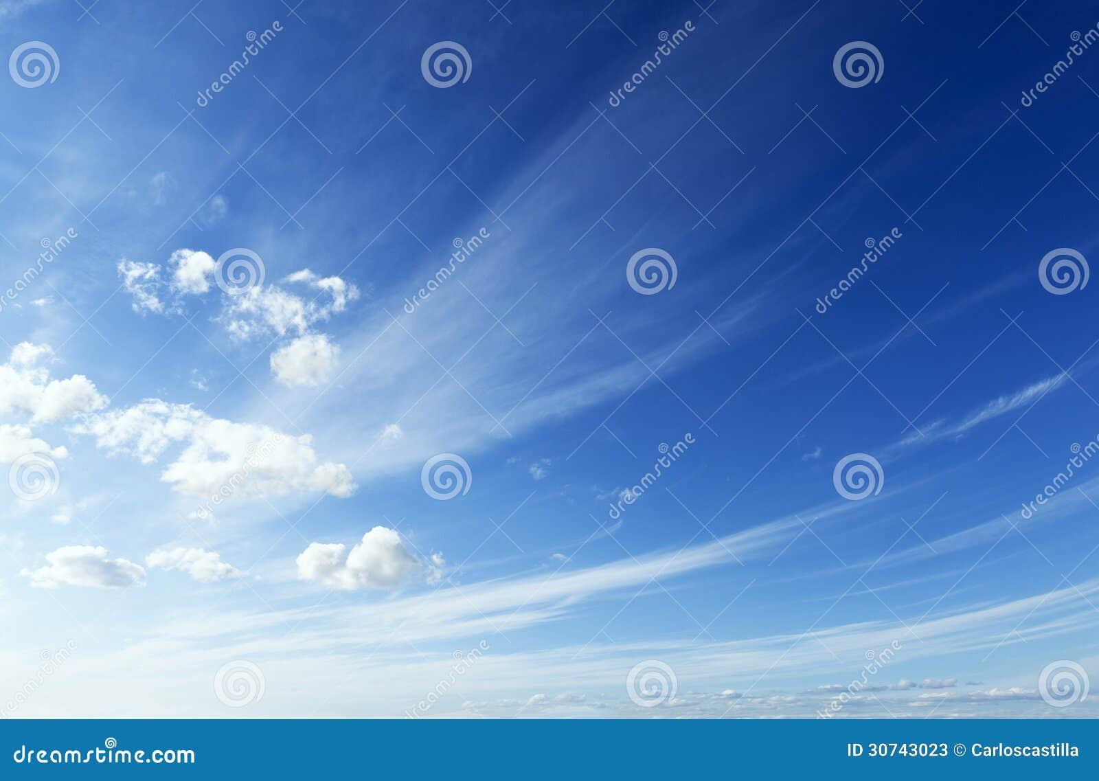 蓝色和干净的天空