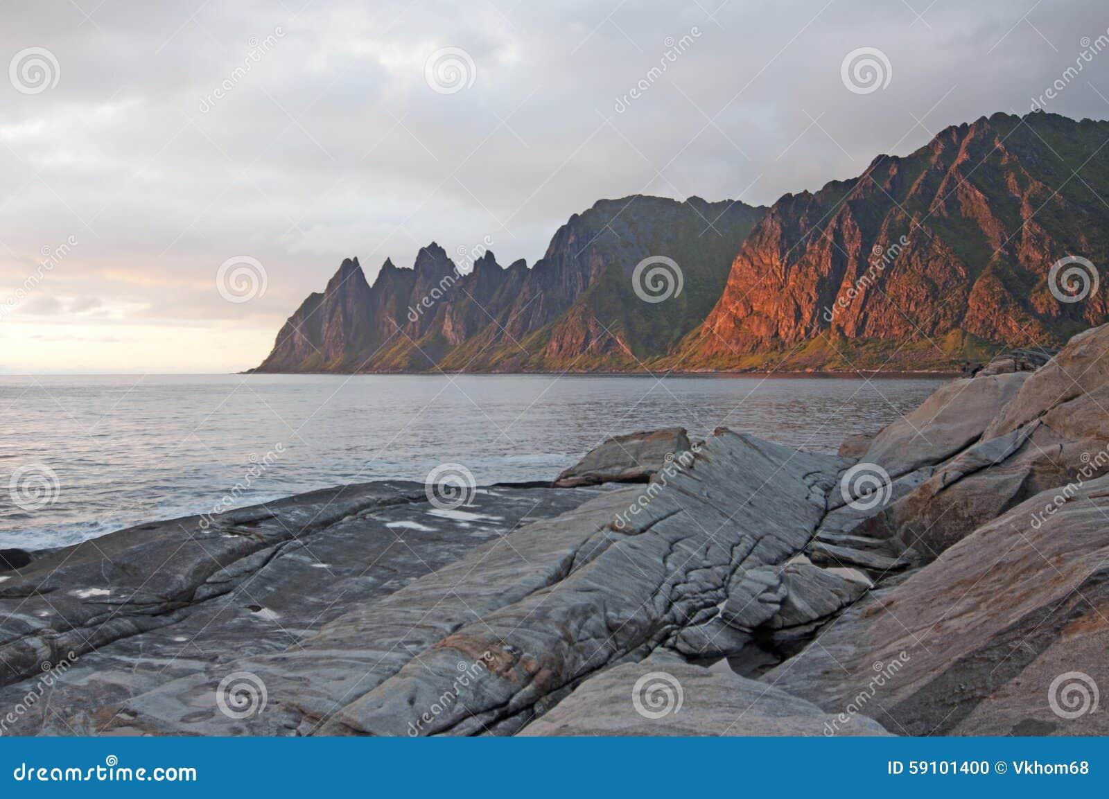 蓝色峡湾山本质挪威天空