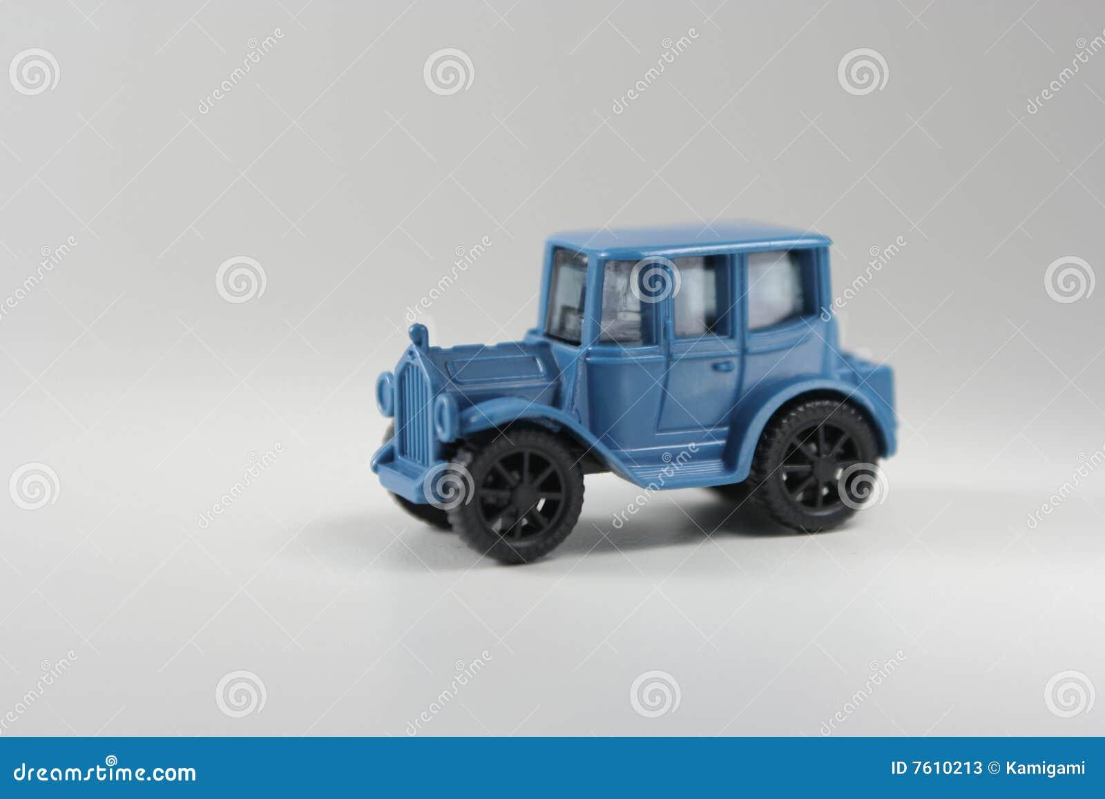 蓝色汽车玩具