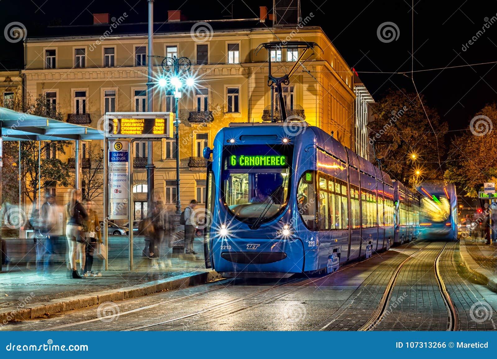 蓝色电车在萨格勒布