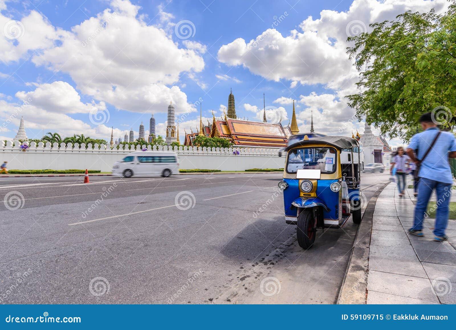 蓝色Tuk Tuk,泰国传统出租汽车在曼谷泰国
