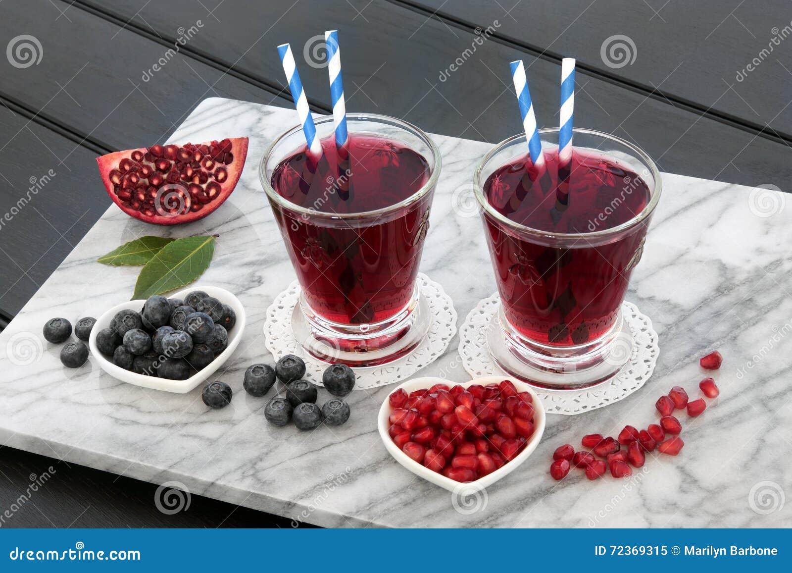 蓝莓和石榴汁饮料