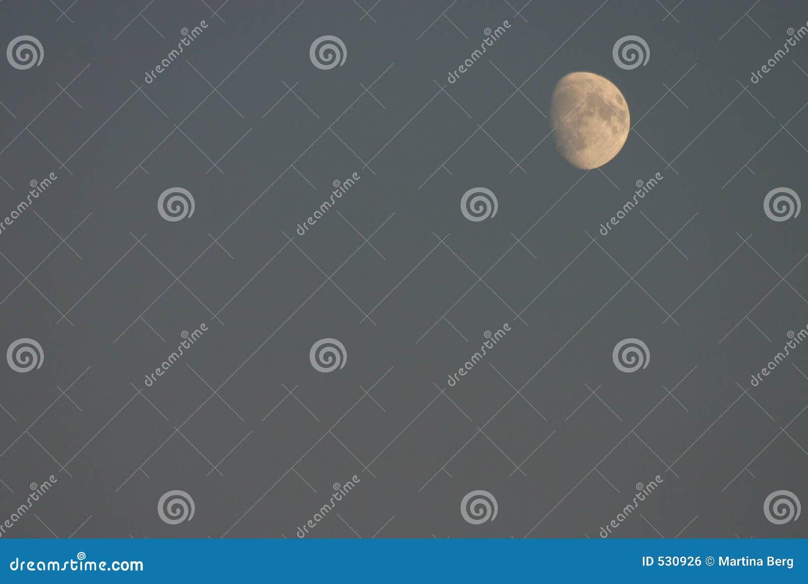 Download 虚度我们 库存照片. 图片 包括有 夜间, 月亮, 地球, 神圣, 火山口, 蓝色, 月球, 哥白尼, 卫星 - 530926