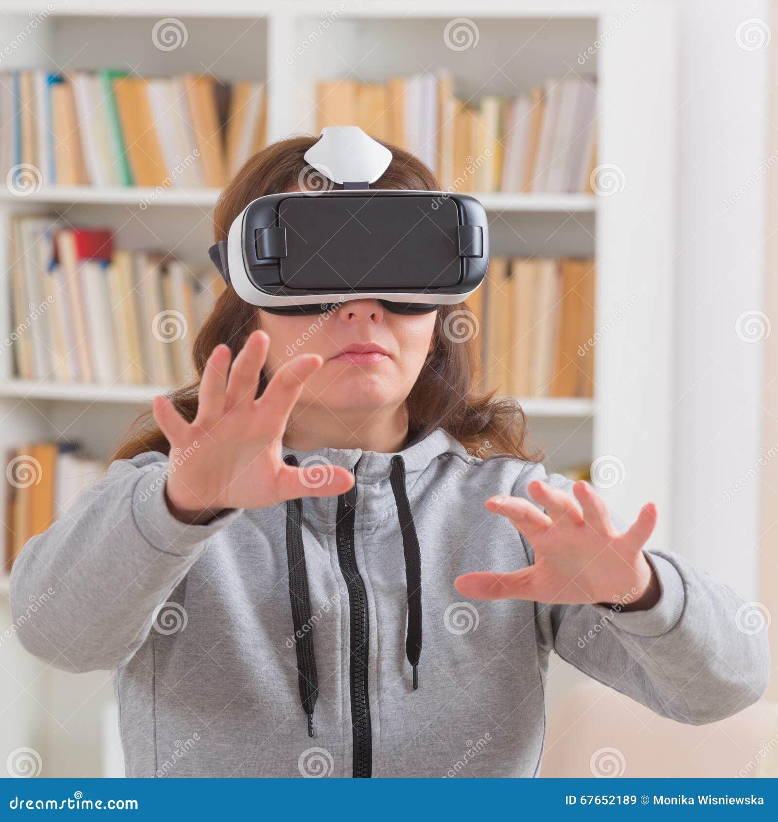 虚拟现实耳机