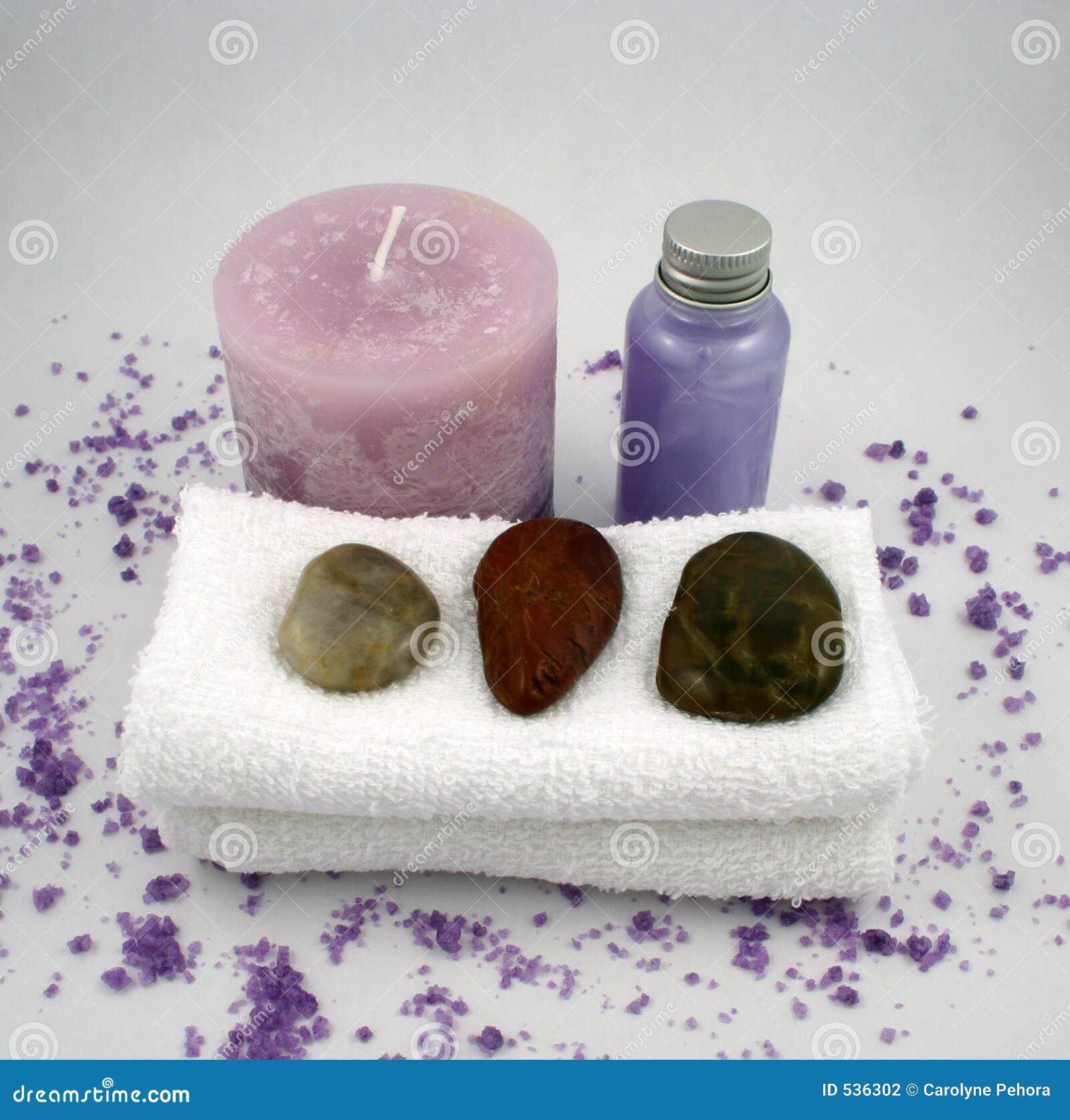 Download 蜡烛按摩油紫色 库存照片. 图片 包括有 空白, 按摩, facecloth, 石头, 紫罗兰色, 卑鄙, 毛巾 - 536302