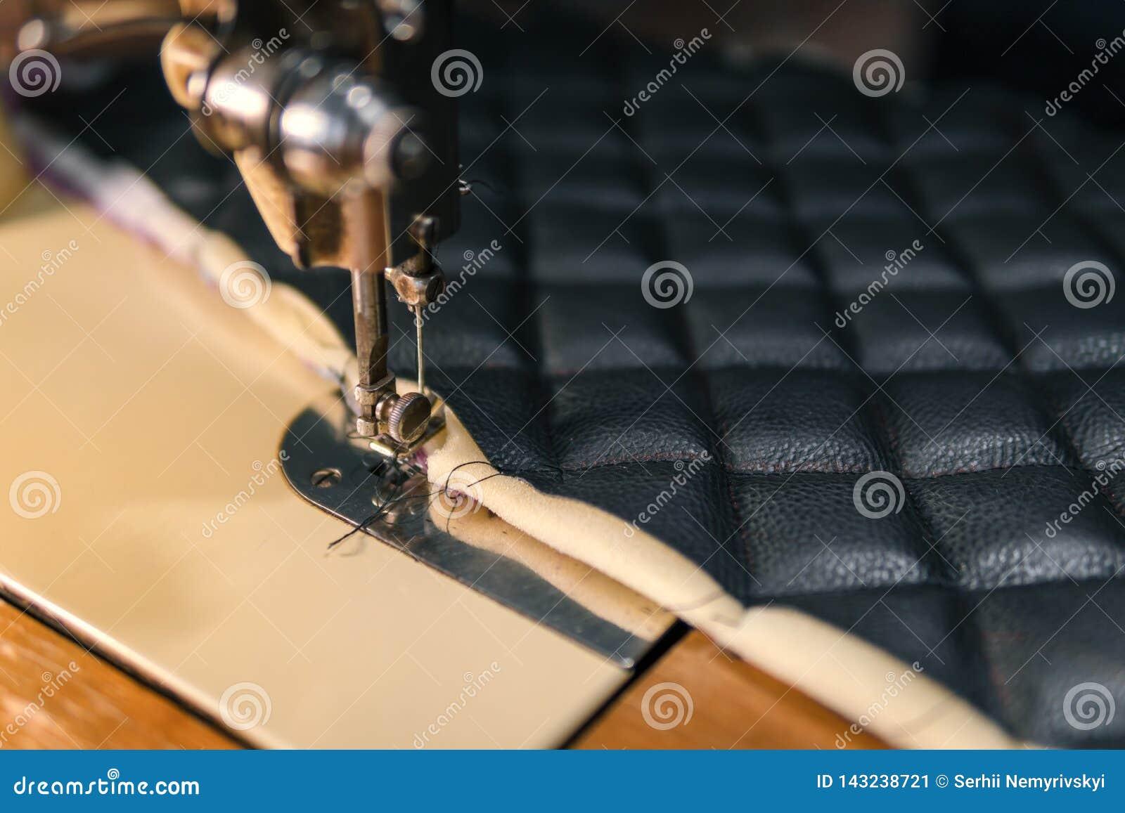 螺纹剪皮革产品辅助部件和工具,传统缝合的顶视图的概念
