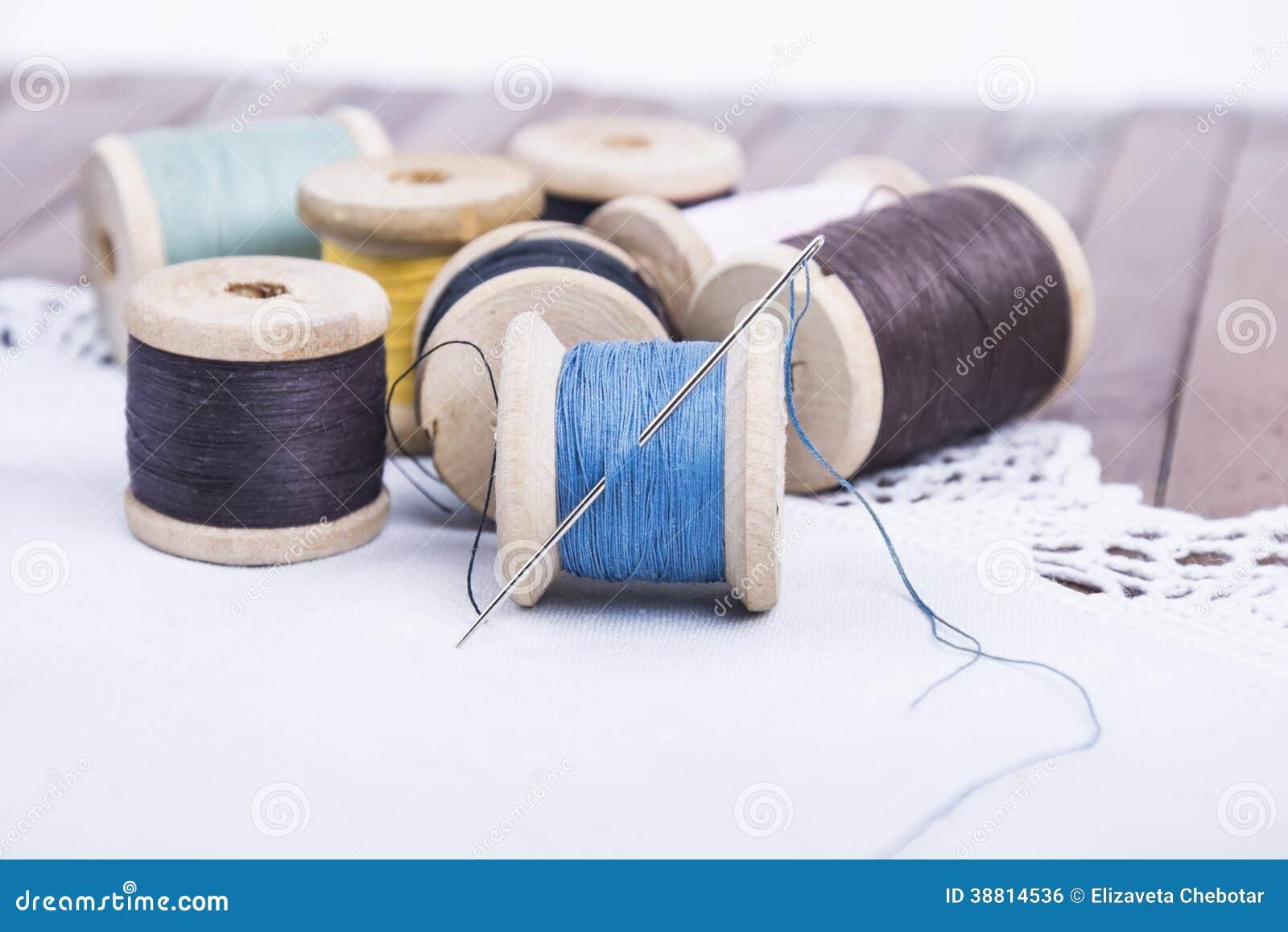 螺纹短管轴与一根针的在餐巾