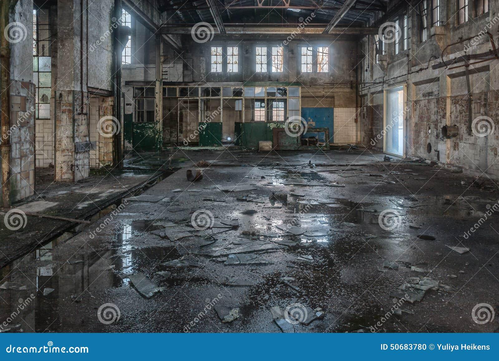 Download 行业遗产 库存照片. 图片 包括有 背包, 破坏, 场面, 过去, 损坏, 拱道, 不列塔尼的, 遗产, 褴褛 - 50683780