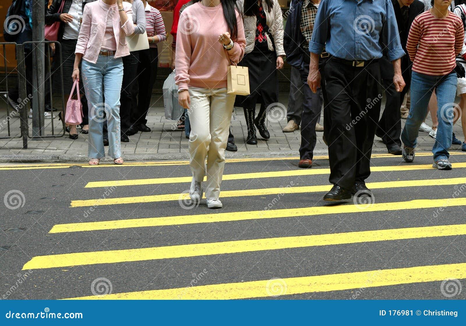 行人穿越道步行者