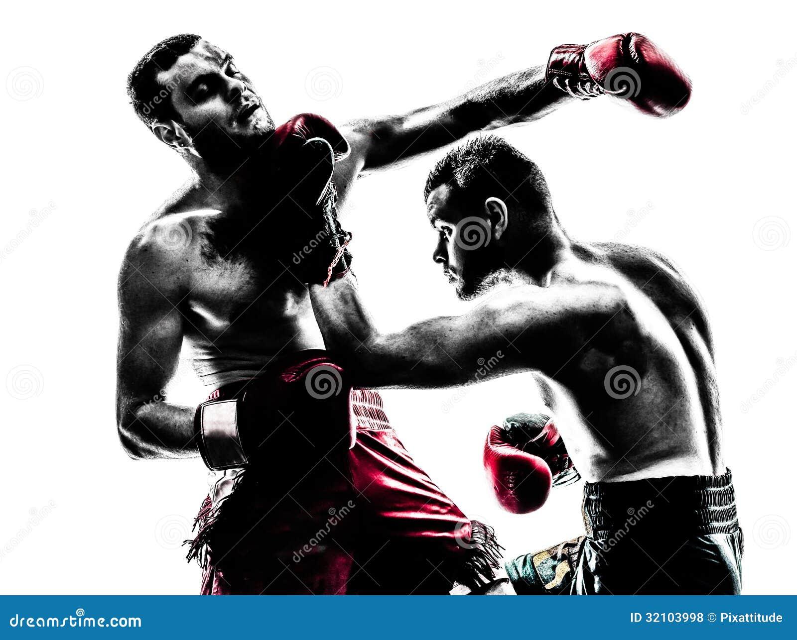 行使泰国拳击剪影的两个人