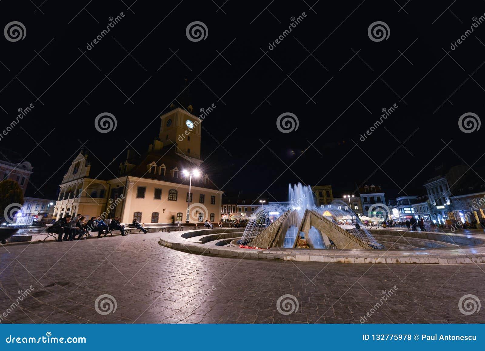 街市布拉索夫在晚上