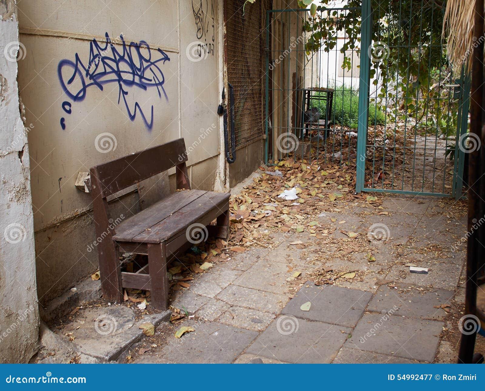 街市恶劣的后院