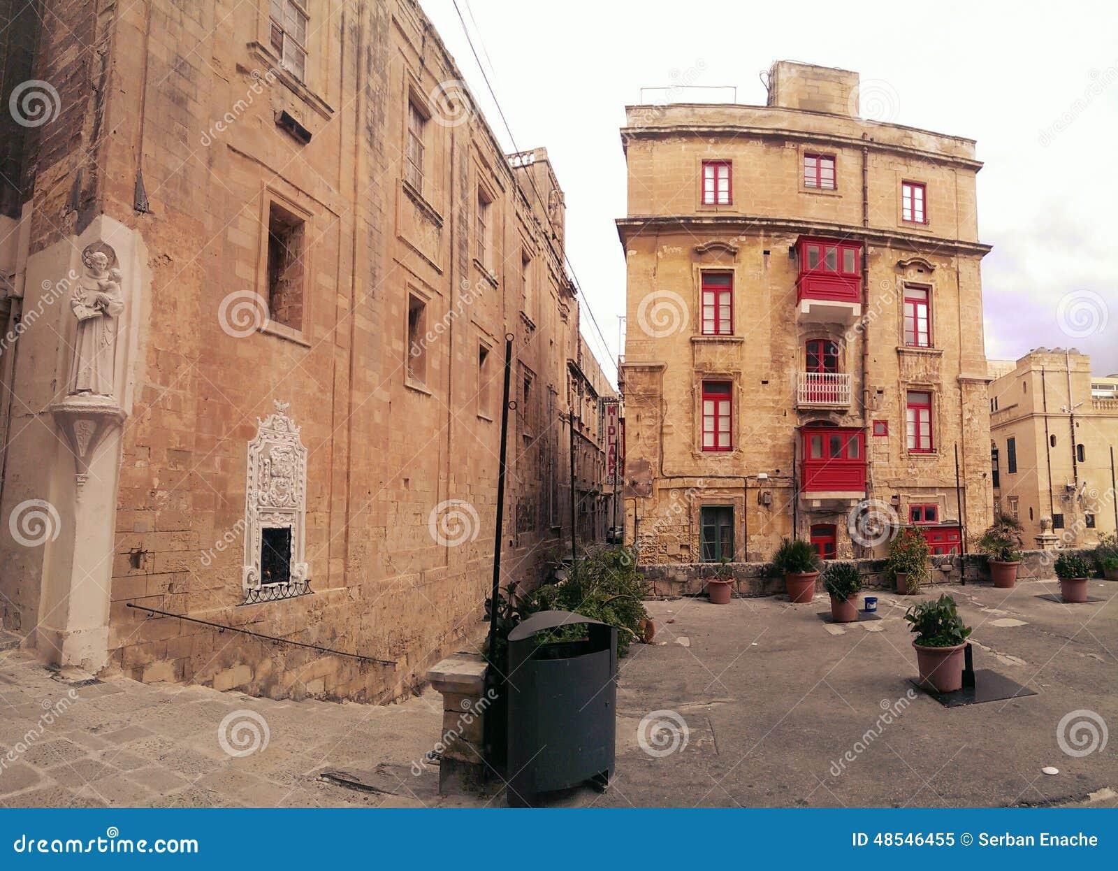 街道和经典大厦在Valleta,马耳他