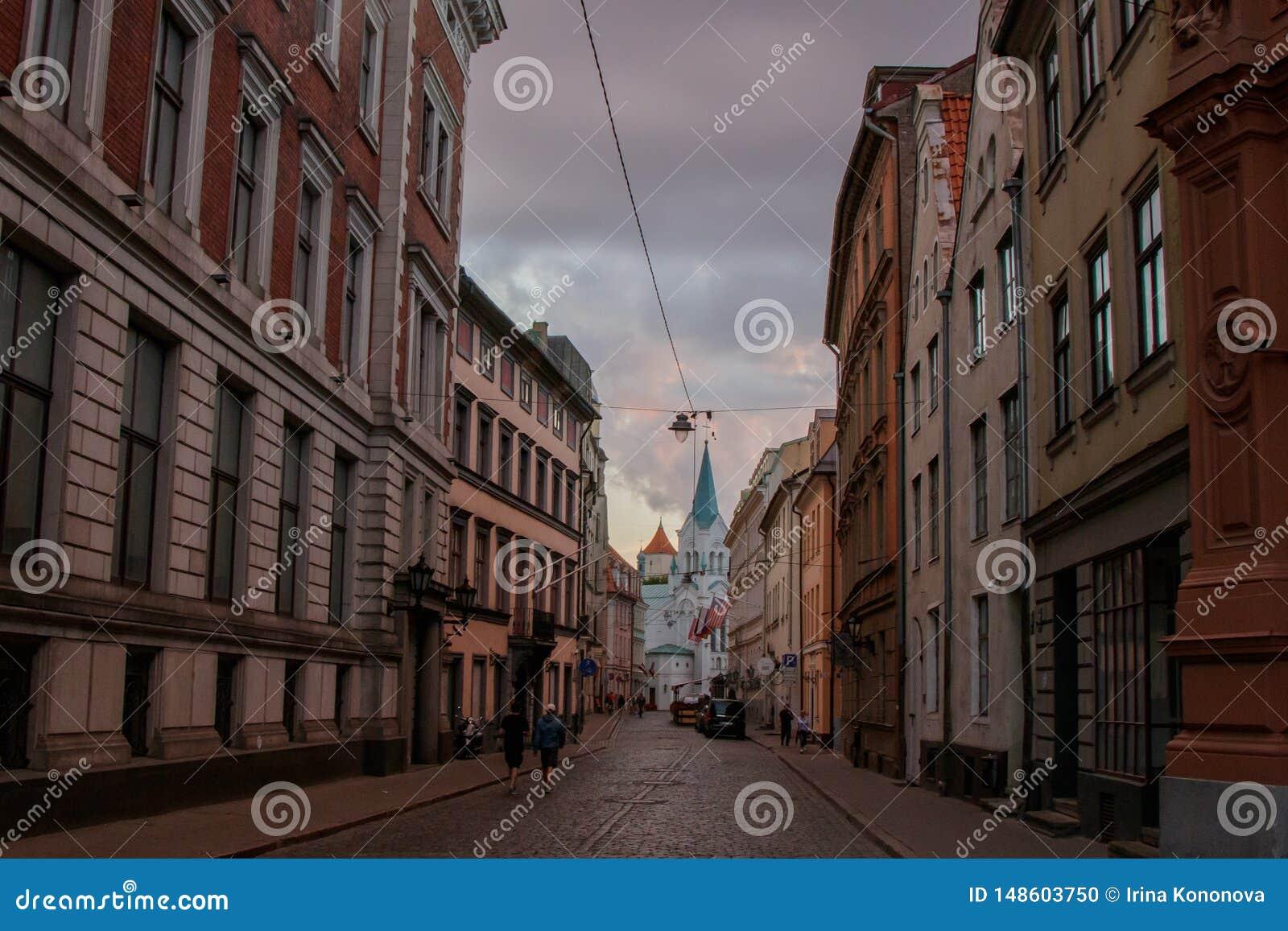 街道在老镇里加,导致白色教会