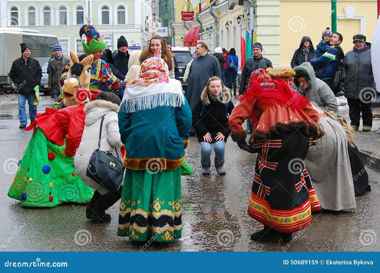 Download 街道演员和普通人在街道上跳舞 编辑类库存图片. 图片 包括有 欢乐, 城市, 文化, 节假日, 现有量, 活动 - 50689159