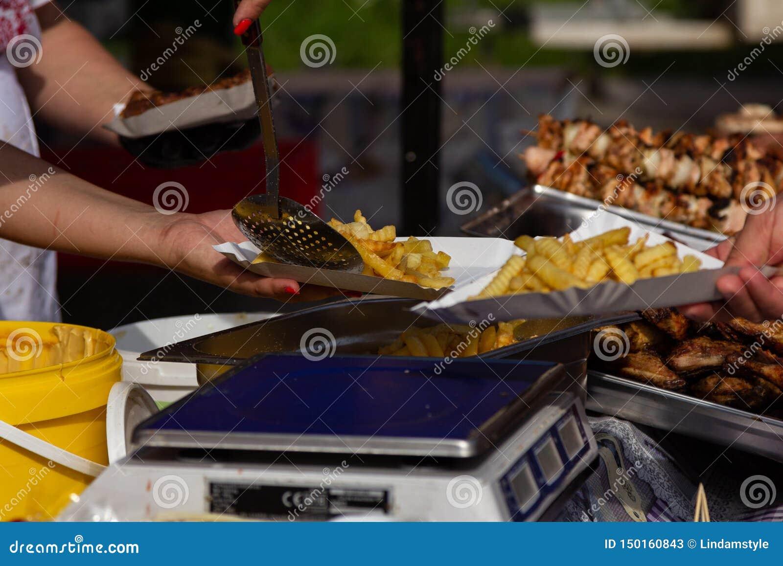 街道食物节日阿尔巴尤利亚