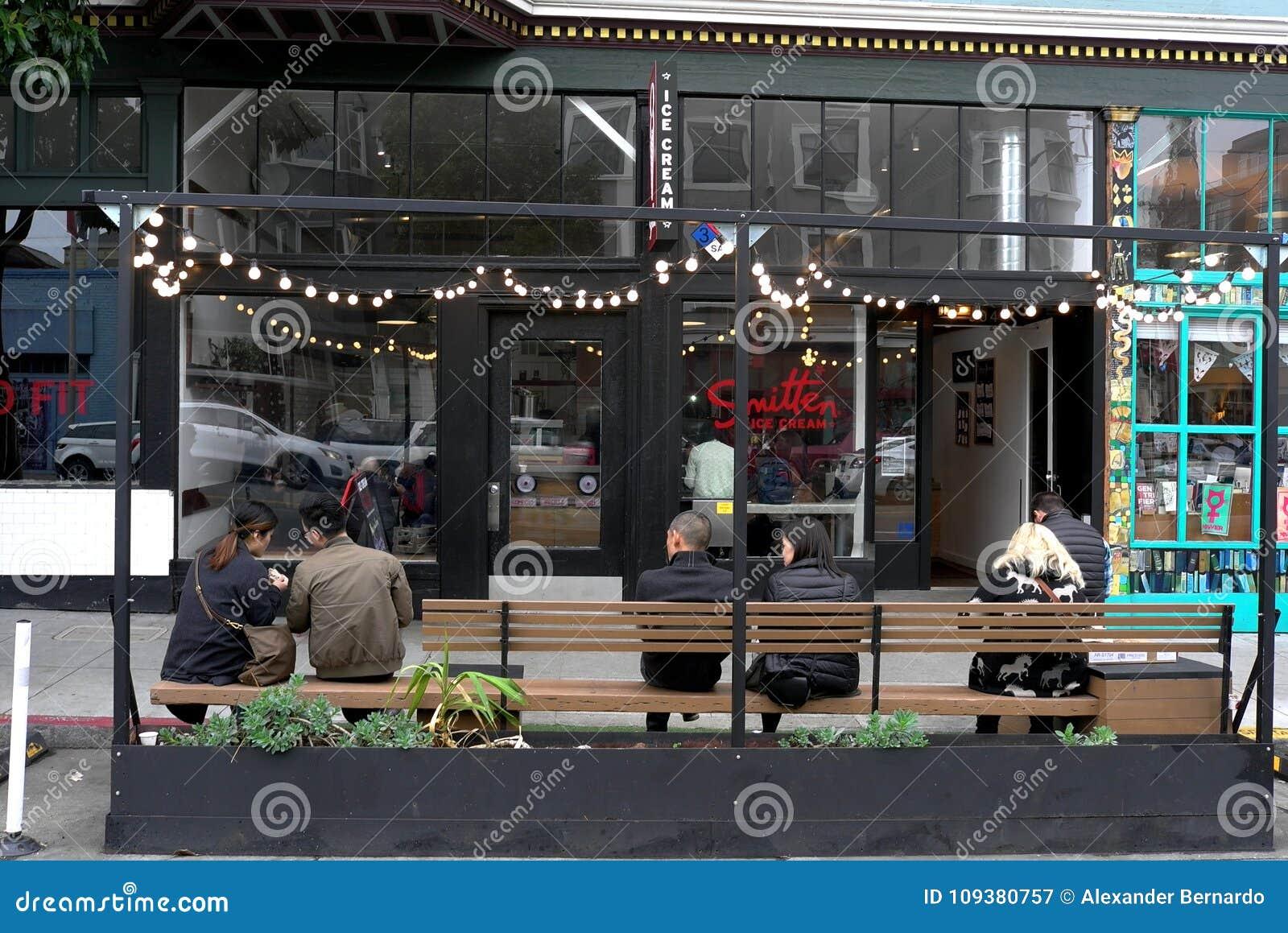 街道Parklet长凳在旧金山