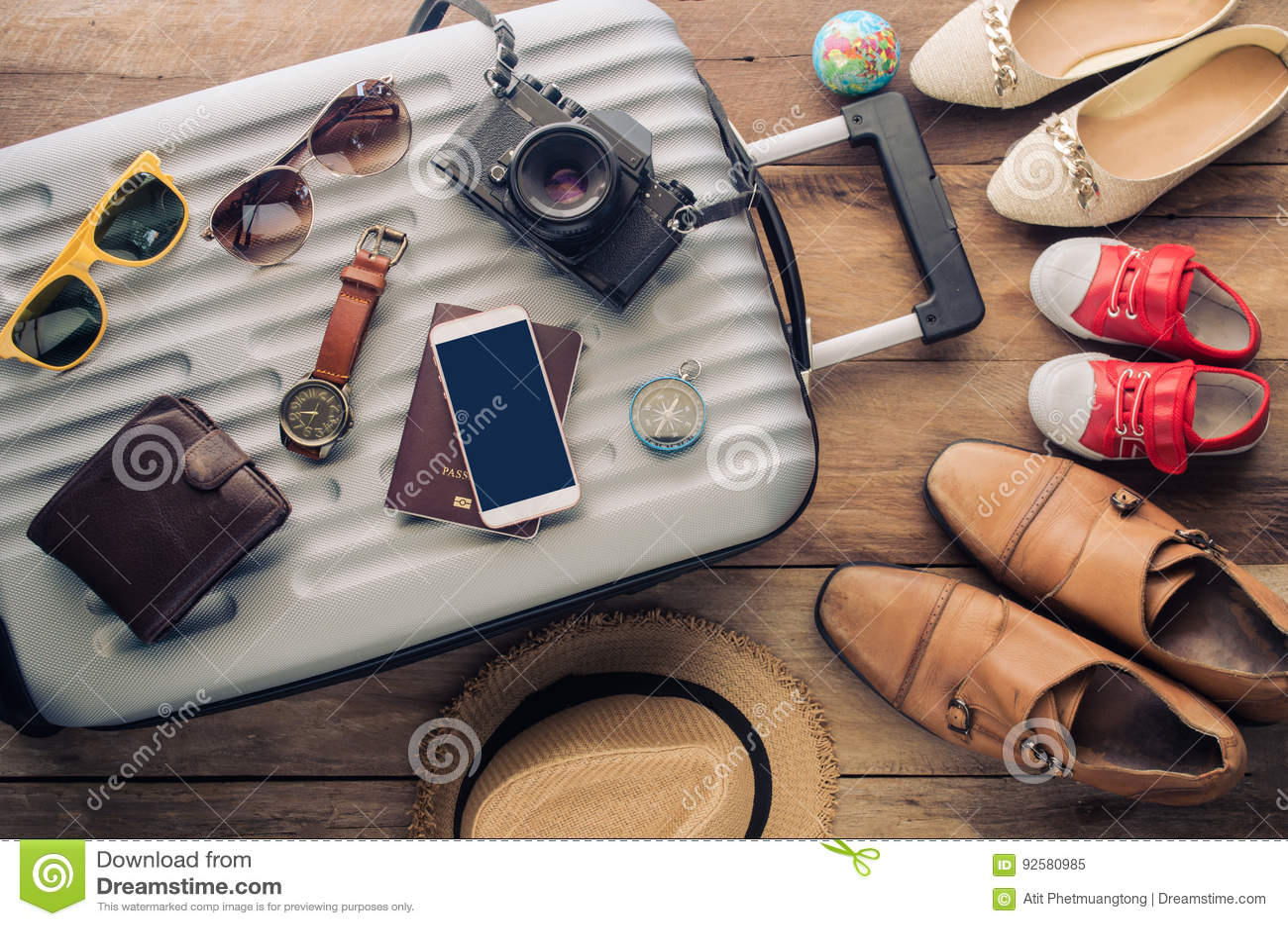 衣物旅客` s护照,钱包,玻璃,