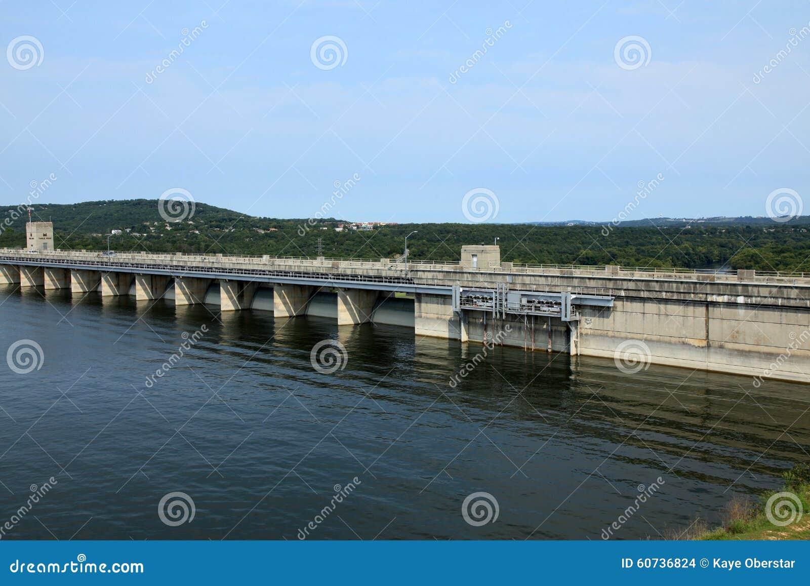 表岩石水坝