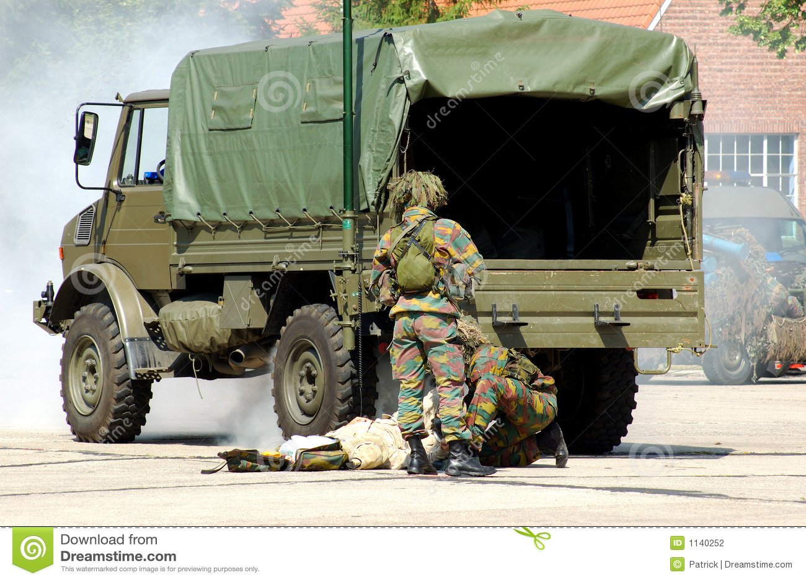 被伤害的干预军人焊剂