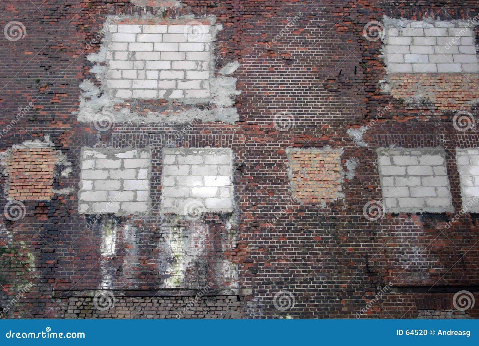 被修补的墙壁
