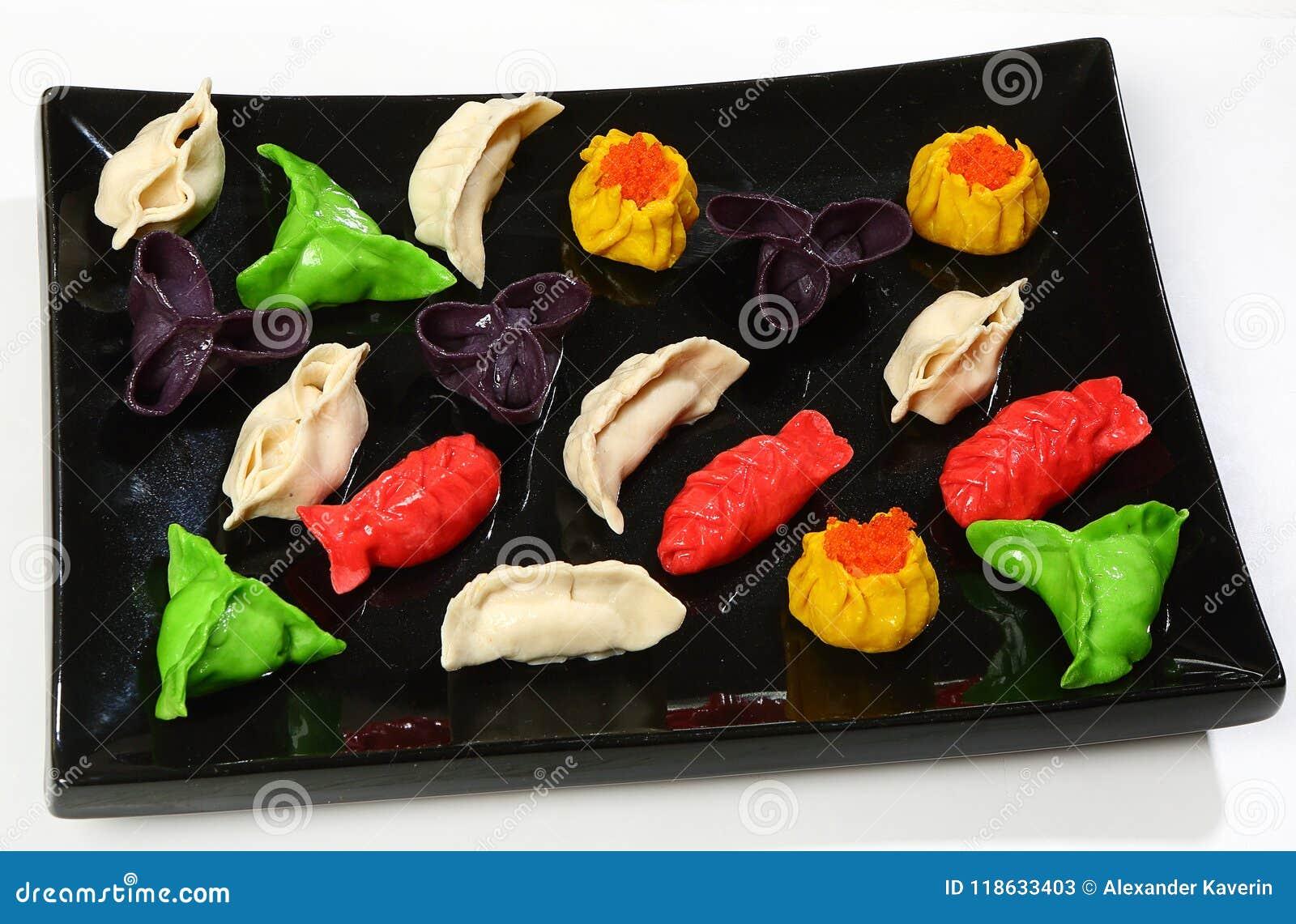被分类的多彩多姿的粤式点心中国饺子,蒸