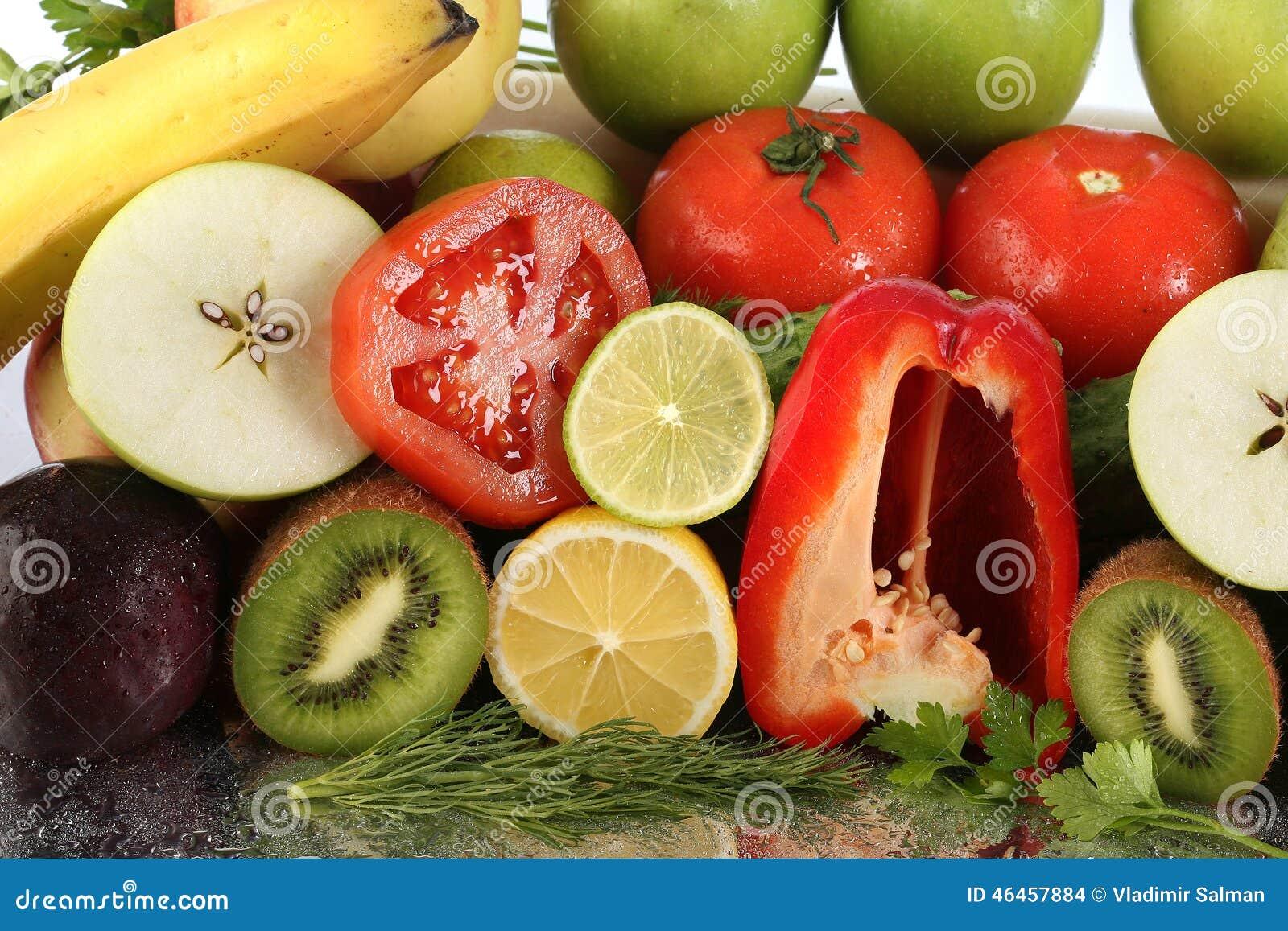 水果种类_被分类的裁减成熟水果和蔬菜演播室特写镜头.
