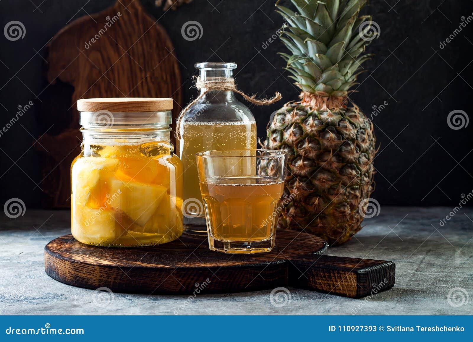 被发酵的墨西哥菠萝Tepache 自创未加工的kombucha茶用菠萝 健康自然前生命期的调味的饮料