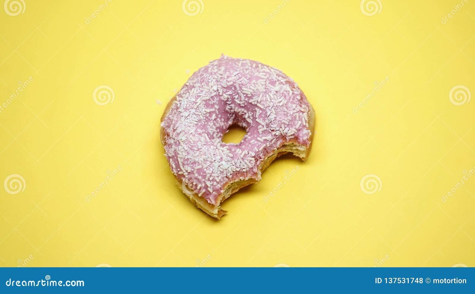 被咬住的多福饼,肥腻垃圾食品,在经期前的综合症期间的糖瘾