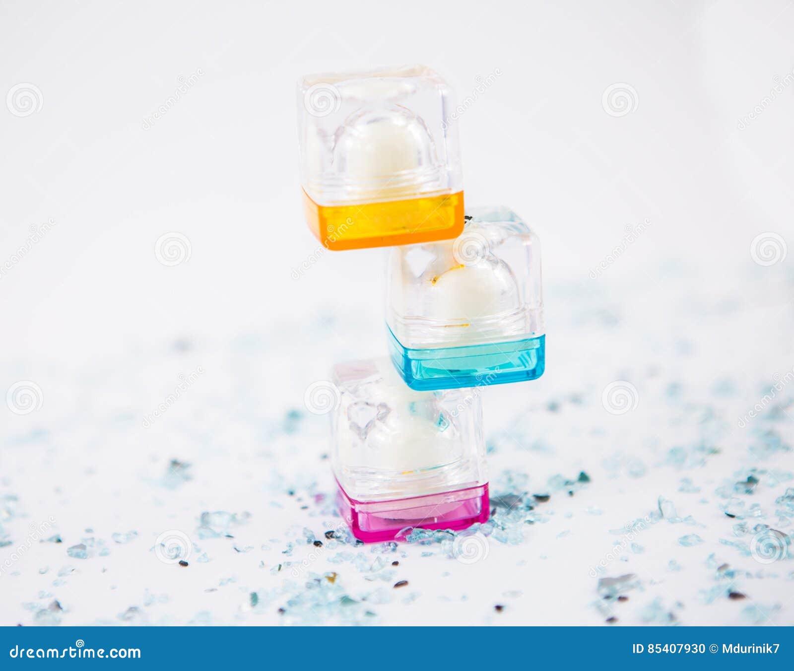被堆积的化妆容器