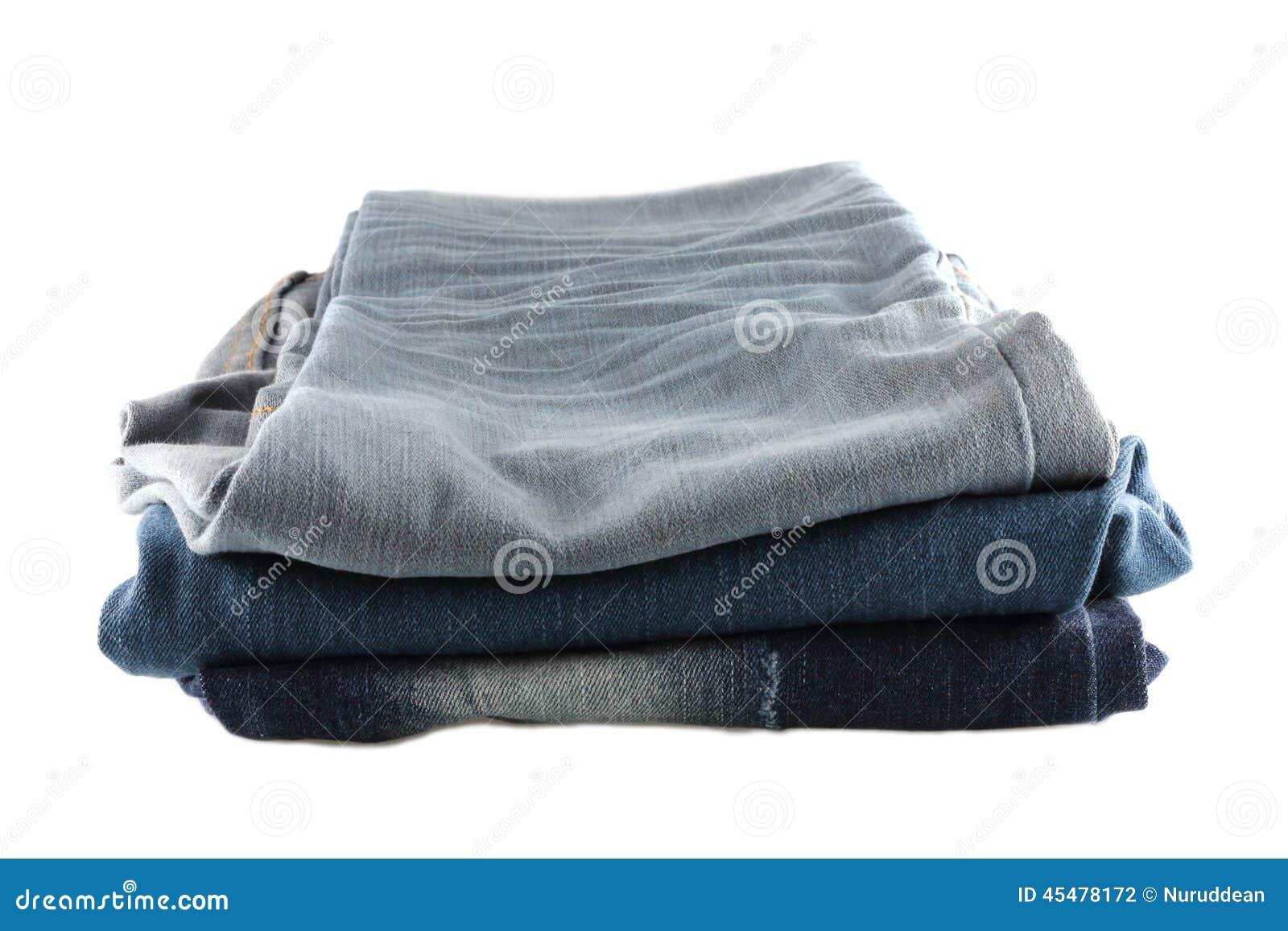 被堆积的许多牛仔裤
