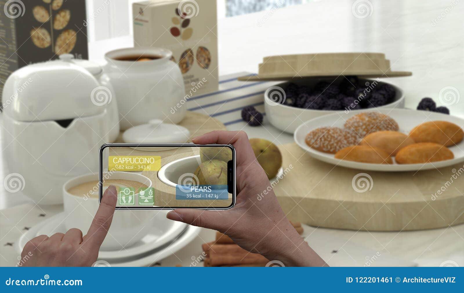 被增添的现实概念 举行数字式片剂聪明的电话用途AR应用的手检查卡路里的信息在健康的