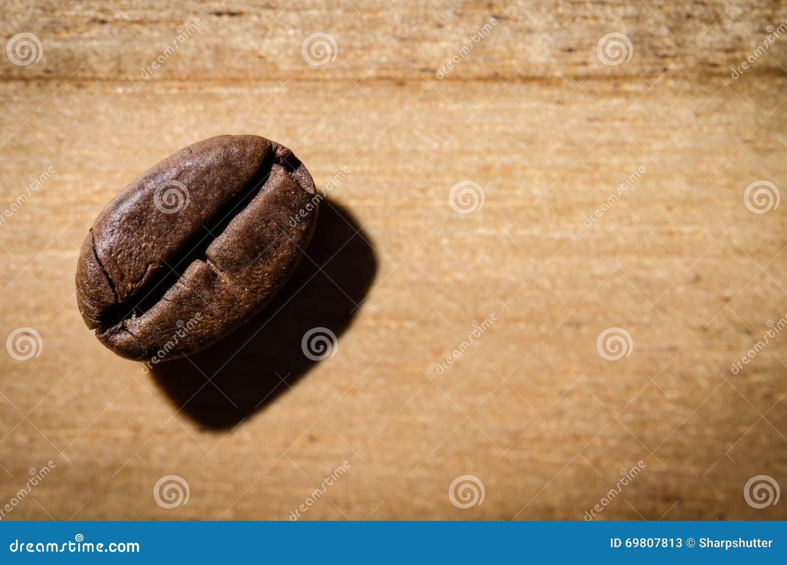 被射击的豆接近的咖啡