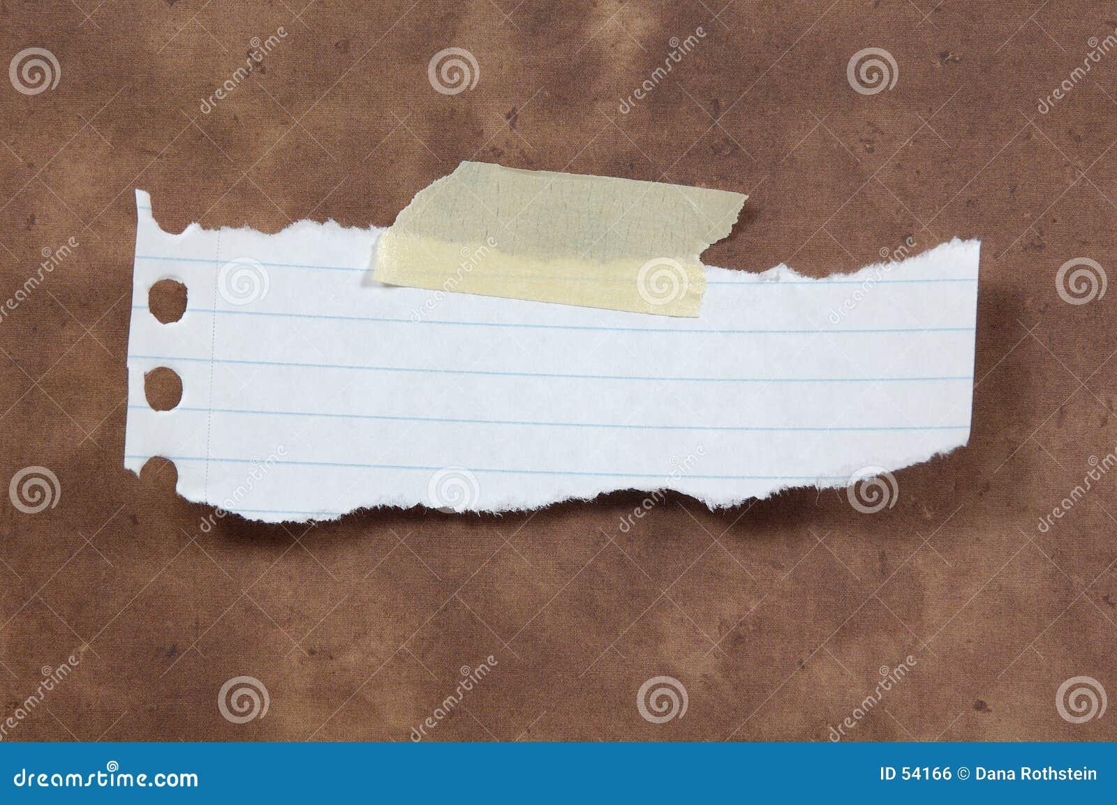 被撕毁的纸张