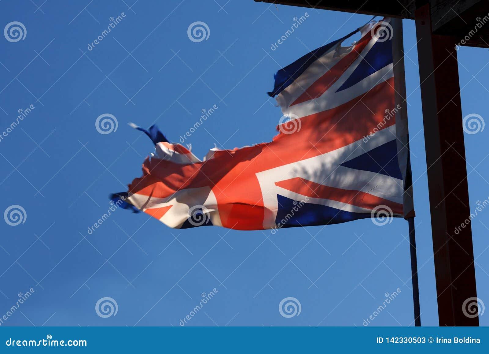 被撕毁的英国旗子