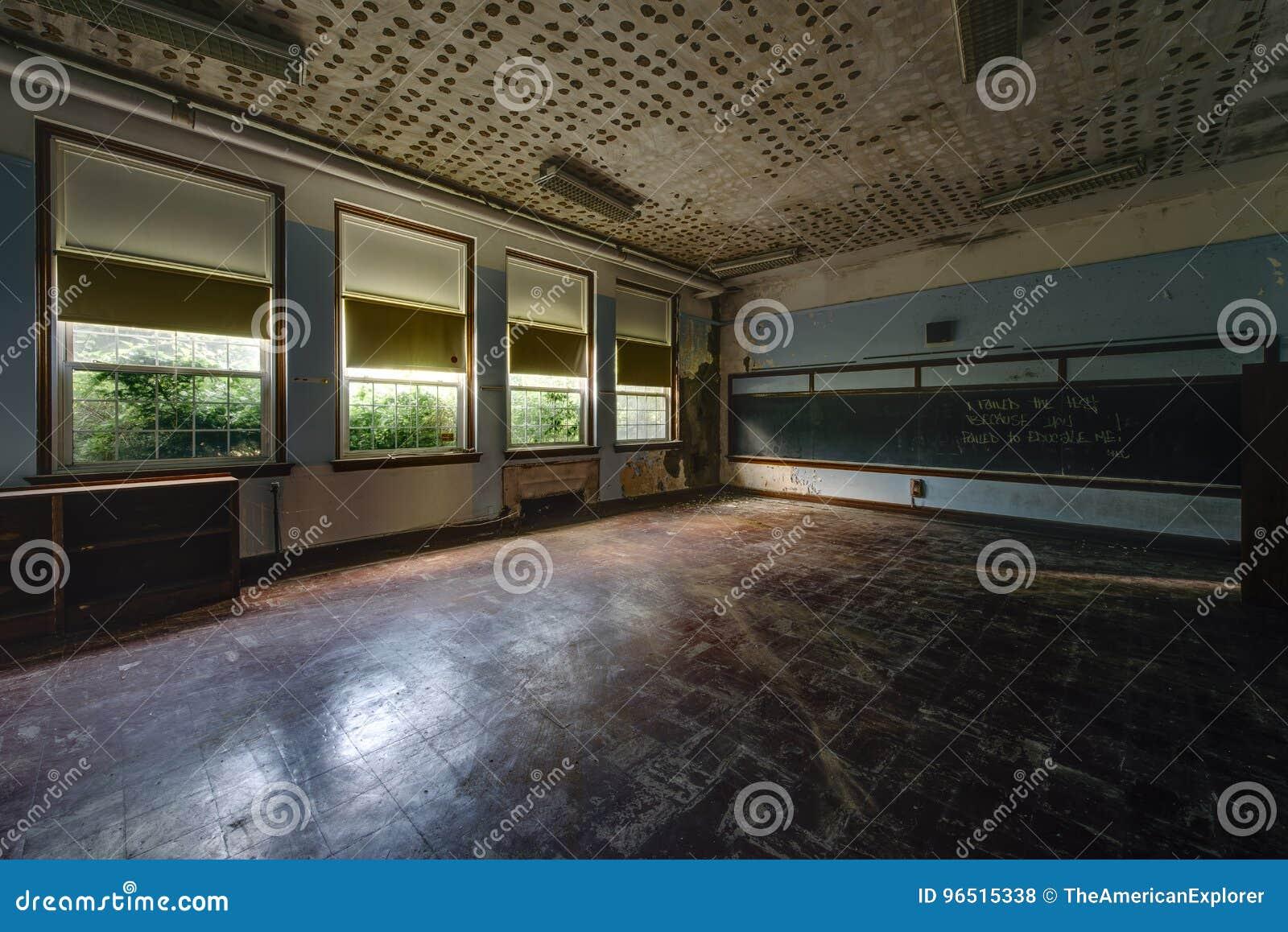 被放弃的学校教室