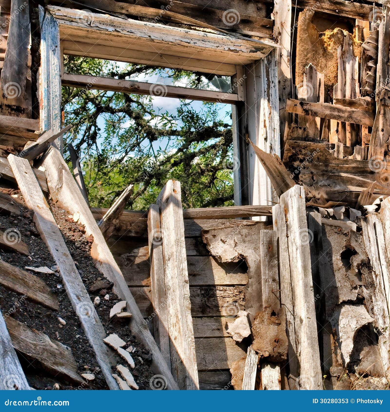 被放弃的房子窗口