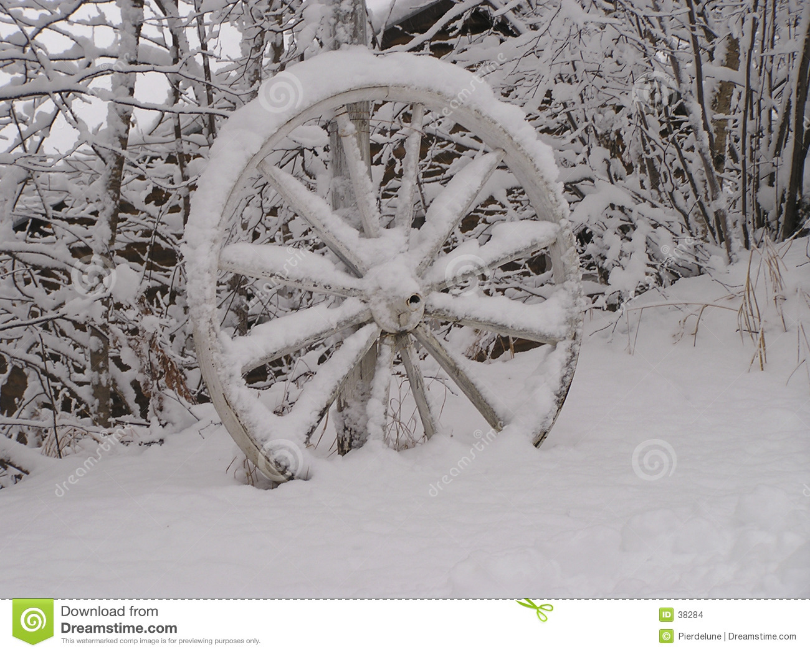被放弃的马车车轮